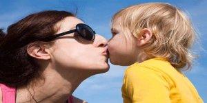 Çocukları dudaktan öpmek psikolojik ve cinsel gelişimleri açısından sakıncalı mı?