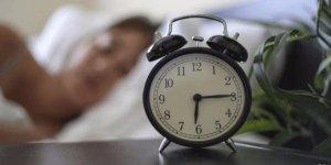 Az uyuyup zinde kalkan insanlar
