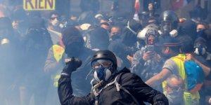 Paris'teki şiddet olayları: 30 kişi gözaltına alındı