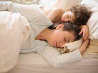 Anneyle Yatmak Çocuğu Nasıl Etkiler?