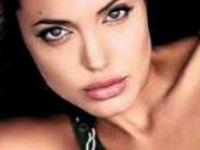 Angelina Jolie Çift Kişilikli Mi?