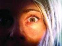 Julia'nın Gözleri Çağımızın Hastalığını Teşhis Ediyor