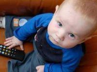 Çocuğa, TV Karşısında Yemek Yedirmeyin