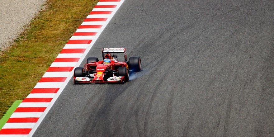 car-racing-1404041_960_720.jpg
