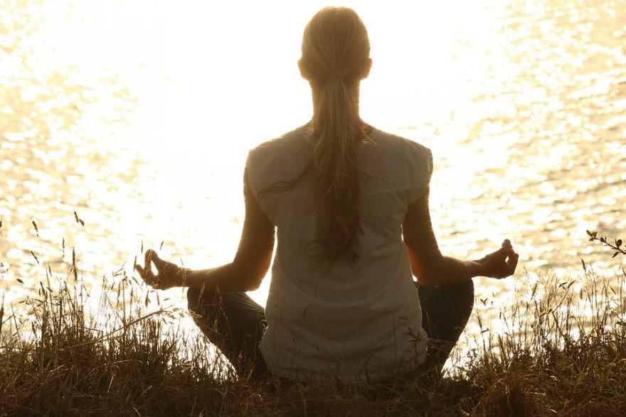 meditate-1851165_960_720-001.jpg
